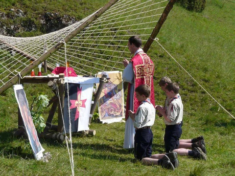 Explorers build an altar for Holy Mass